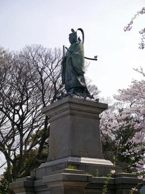 掃部山公園に建立されている井伊直弼の銅像(2014年4月1日撮影)