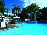 ホテルの屋外プール
