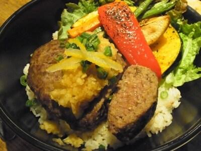 馬肉レアハンバーグ丼undefined(850円)
