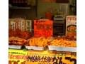 歴史のある十条商店街を歩き、からし焼きを食べる