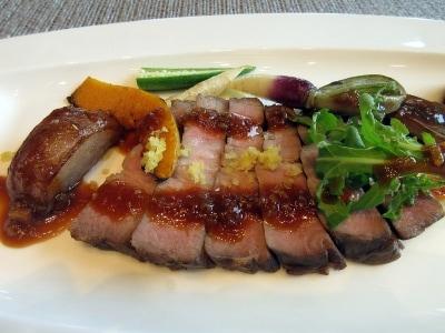 沖縄産アグー豚ロース肉のローストレモンのコンフィー