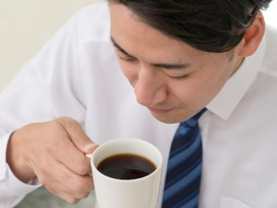 日々のコーヒーやお茶で歯が黄ばんでいく