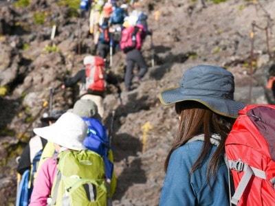 富士登山となると色々な装備も必要!?