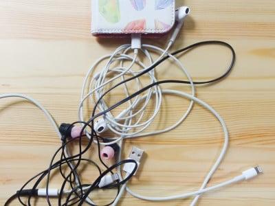 かばん・ポケットの中で絡まる充電コードやイヤホンコード……。