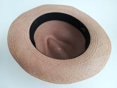スベリと同じ黒の汗止めライナーをつけた帽子