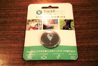 コイン状の忘れ物防止タグ。コイン電池(CR2016)が内蔵されており、サイズは100円硬貨ほど。