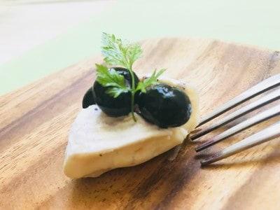 カマンベールチーズと一緒に。即席レアチーズケーキ風!
