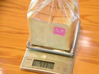 普通の食パンの重さは431g