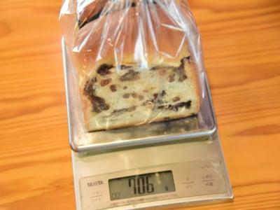 ぶどう食パンの重さは、なんと706g!