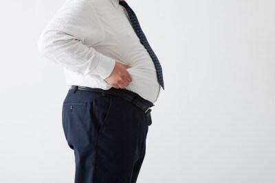 仕事を言い訳に運動せずに、飲んで食べて……これでは太る一方。