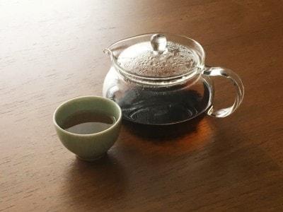 小さな器で中国茶を飲むときも。