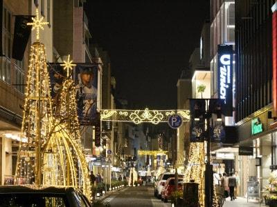 横浜では11月に入ると各所でイルミネーションが点灯。どこを撮っても絵になりますよ!元町ショッピングストリートの様子(2018年11月4日撮影)