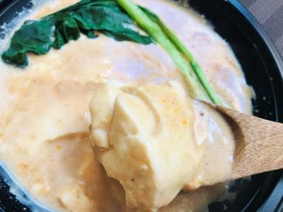 豆腐だけでも十分満足感はありますが、お好みで野菜など具材を足しても◎