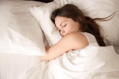 シーツの色だけでなく柄や質感も心地よい睡眠に関係してくる
