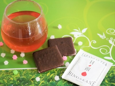 洋菓子にも和菓子にも合う爽やかな赤いお茶です。