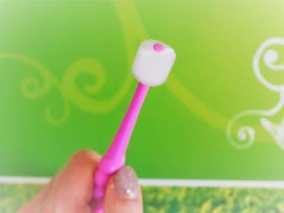 タンポポの種歯ブラシは歯が360°ついている不思議な形の歯ブラシです。