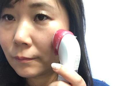 コットンに化粧水を染み込ませ、お肌に当てるだけ!汚れを導出するときは、ふきとり化粧水を使うのがオススメです