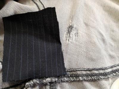 破れた範囲よりも一回り大きな布に裁ほう上手を使って張り合わせるだけ