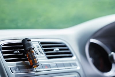 天然アロマの香りがゆっくりと広がり車内空間を演出