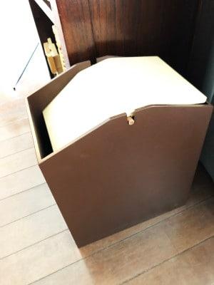 スィング式の蓋ゴミ箱
