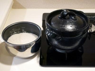 サイズは電気炊飯器の内釜くらいで省スペース。内釜は給水に使っています