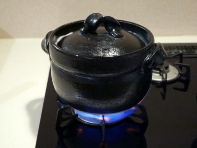 約15分、強火にかけるだけ。シンプルなデザインで黒以外の色もあります