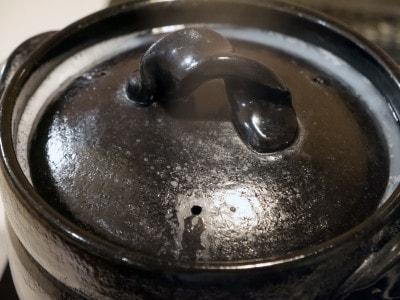 土鍋の縁(ふち)が高いので、吹きこぼれもなし!