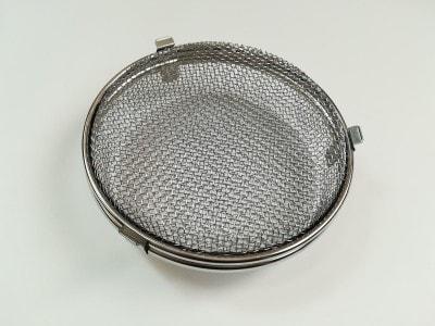 レイエの食洗機用小物カゴはシンプルな形状ですが、フタを2Wayで使える優れものです