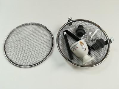 陶磁器のエッグスタンドとショットグラスの間に、プラスチックやラバー素材の小物を置いて、緩衝材の代わりにすることも