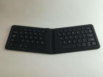 スリム&コンパクトなBluetoothキーボード。約2時間の充電で、約60時間使用することができます