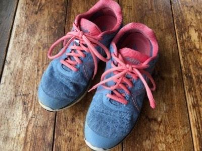 ソールの形が独特で不安定な靴、MBTシューズ。