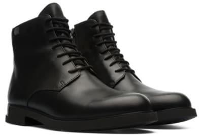 シンプルななかにちらっと個性が光る「カンペール」のブーツ