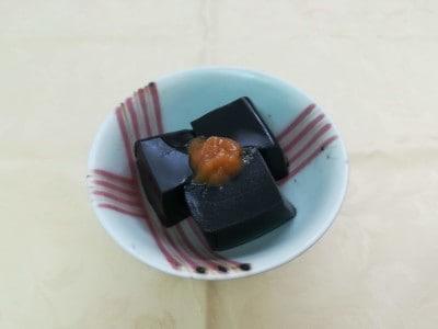 香ばしさが際立つ「黒ごま豆腐」