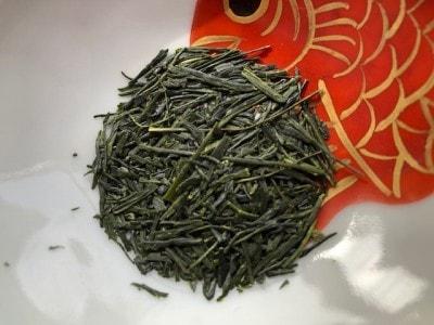 茶葉が大きく、色も濃い。
