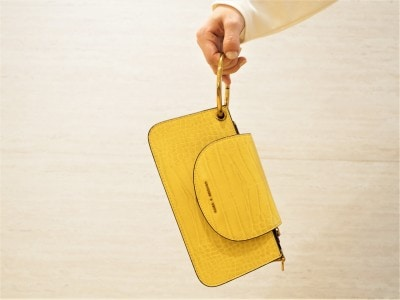 チェーンベルトを外せばハンドバッグに、リングを外せばクラッチバッグとしても使えます。