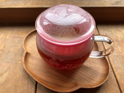 高い安全性とおいしさを追求するルピシアの紅茶。専用のカップを使うと簡単に紅茶をいれられる