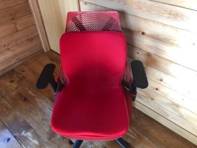 座るだけで姿勢がよくなるpinto。普段使っている椅子に置くだけでいい