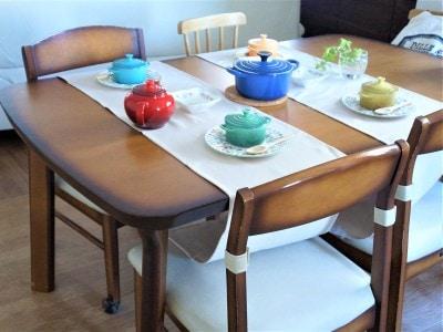 テーブルランナーを平行に並べる使い方もあります。