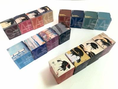 パッケージを並べると側面に、HOKUSAI、SHARAKU、HIROSHIGE、UTAMAROという文字が現れます