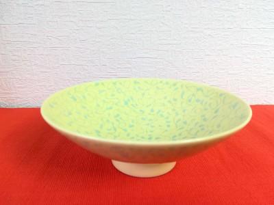白山陶器の「平茶碗」は、100種類もの絵柄のバリエーションがあります