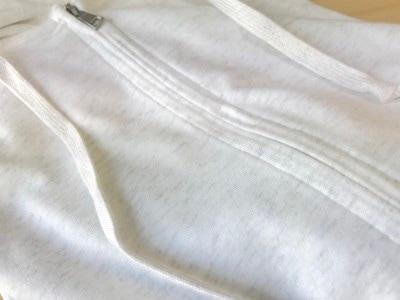 スラブ糸を使い生地に表情があるためオシャレ