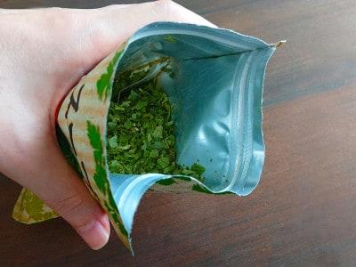 乾燥パクチーリーフがたっぷりに入ったカルディのパクチースープ