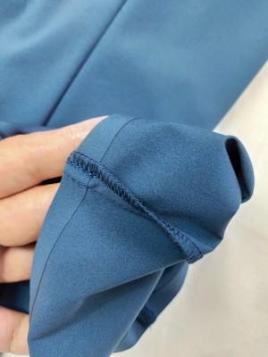 パンツの裾は熱圧着仕上げ