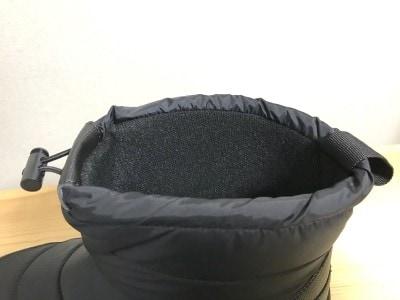 靴の内側は冷えを防ぐ仕様に。