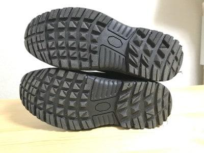 靴底はグリップ力の高い設計。雪の上でも滑りにくい
