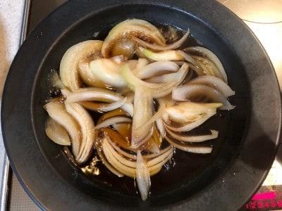 玉ねぎに味をつける