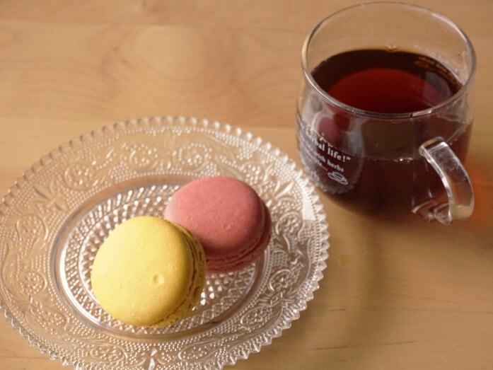 シャトレーゼのマカロンと紅茶