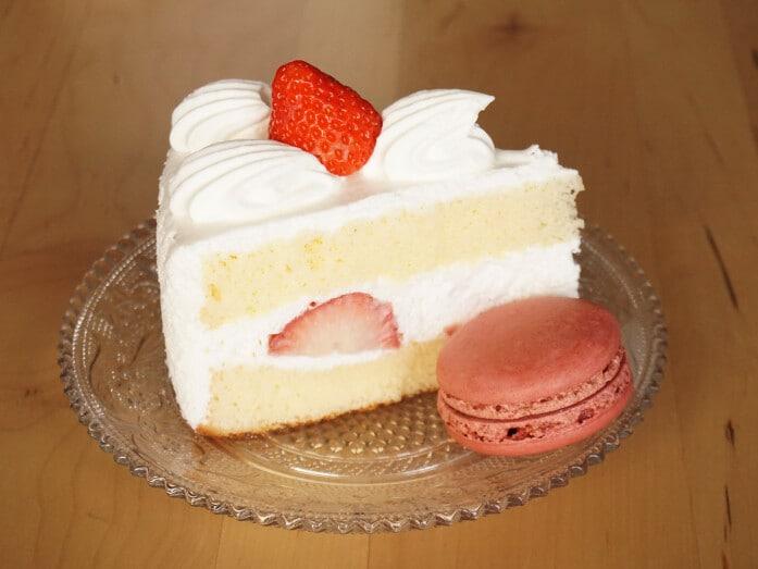 シャトレーゼのマカロンとケーキ