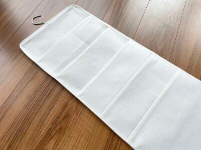 ダイソー『吊り下げシャツ収納』(200円)サイズ:約 縦77.5cm×横29.5cm